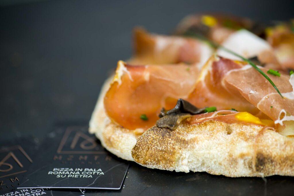 pizzeria gourmet milano pizza in pala romana cotta su pietra